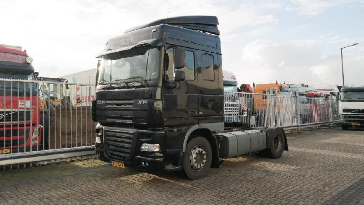 Daf Xf 105 410 Euro 5 Space Cab Schaft 17448 For Sale In Half