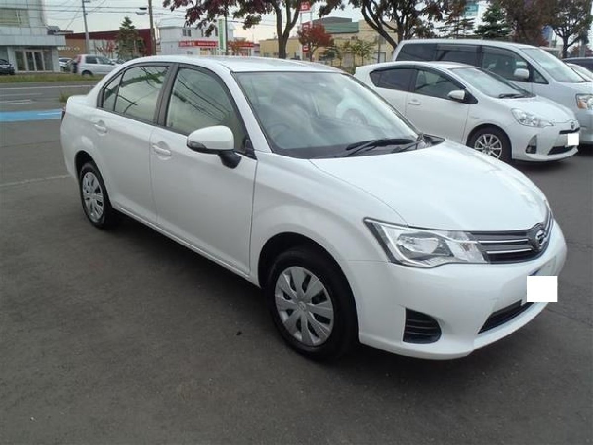 Toyota Corolla Axio 2013 Silver/White for sale in Japan ...