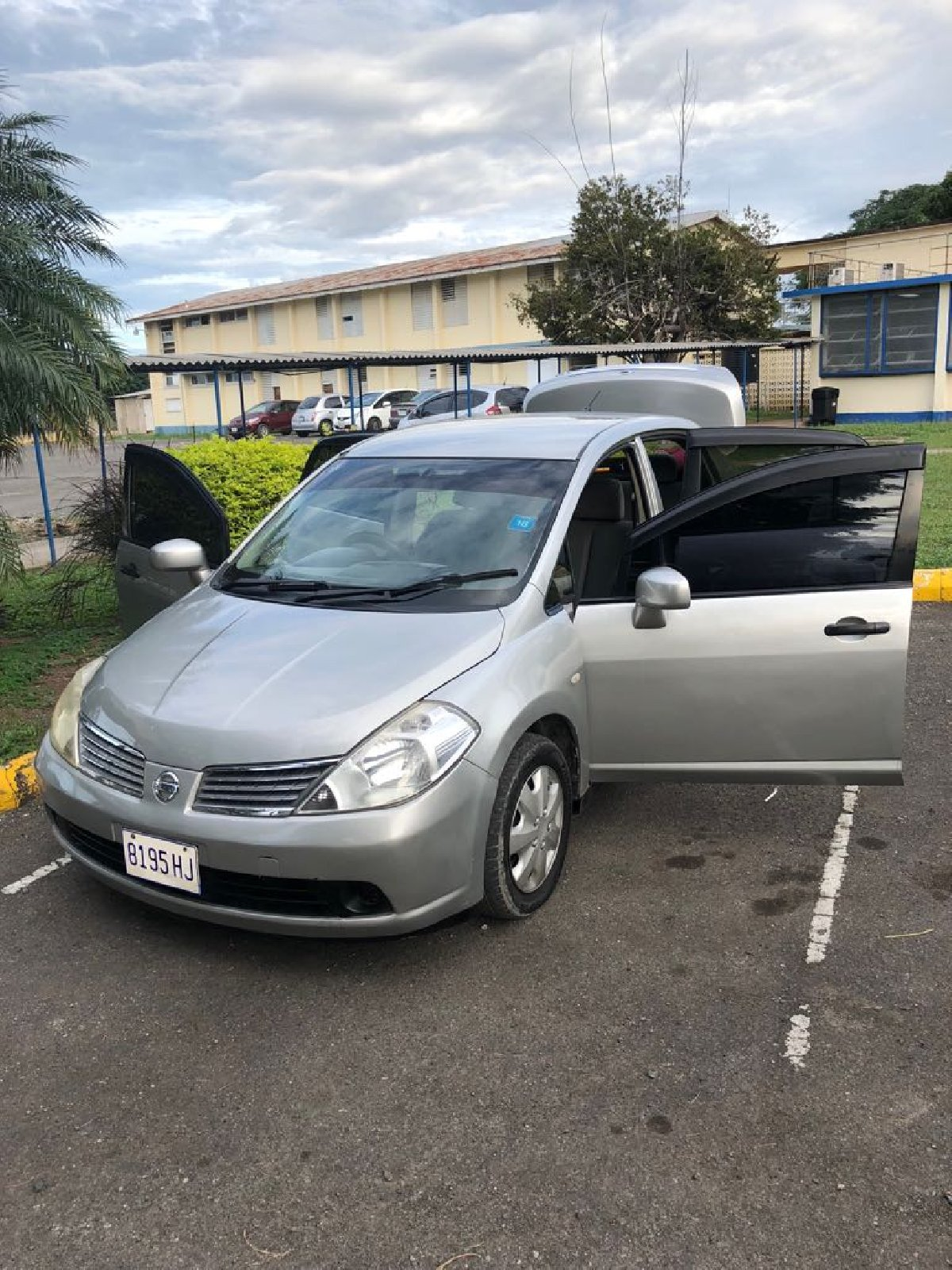 2007 nissan tiida for sale in half way tree kingston st andrew for 700 000 cars. Black Bedroom Furniture Sets. Home Design Ideas