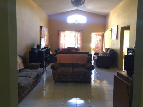 4 Bedrooms, 3 Bathrooms House For Sale