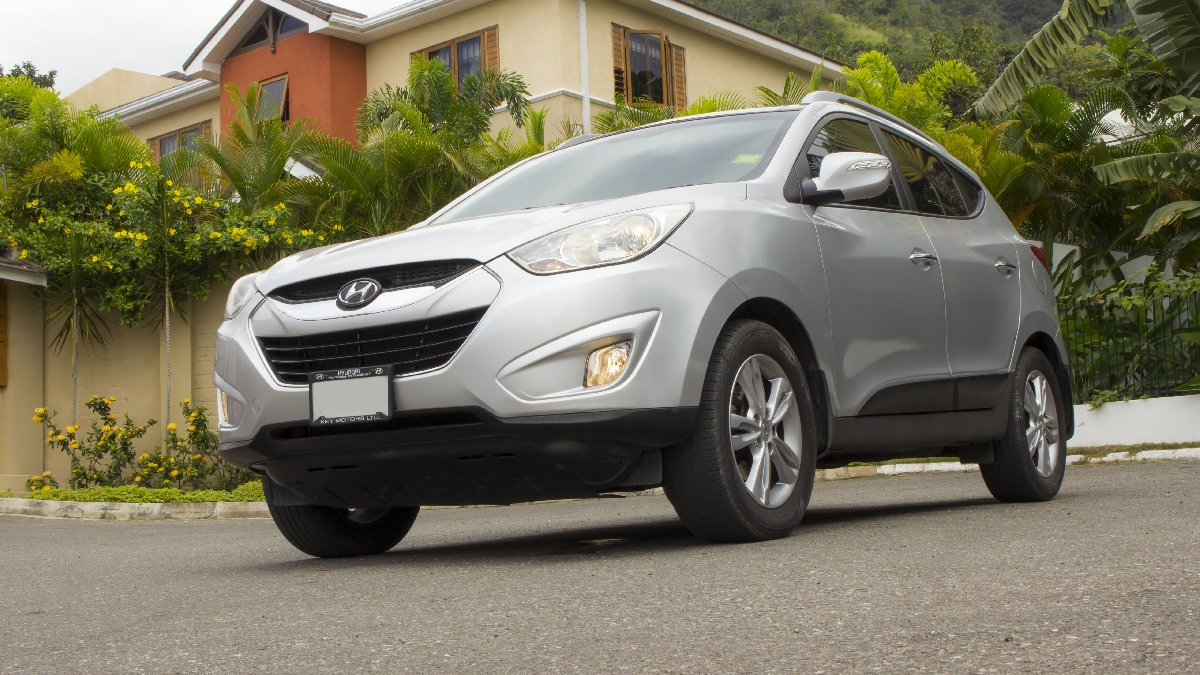 2013 hyundai tucson for sale in kingston kingston st andrew vans suvs. Black Bedroom Furniture Sets. Home Design Ideas