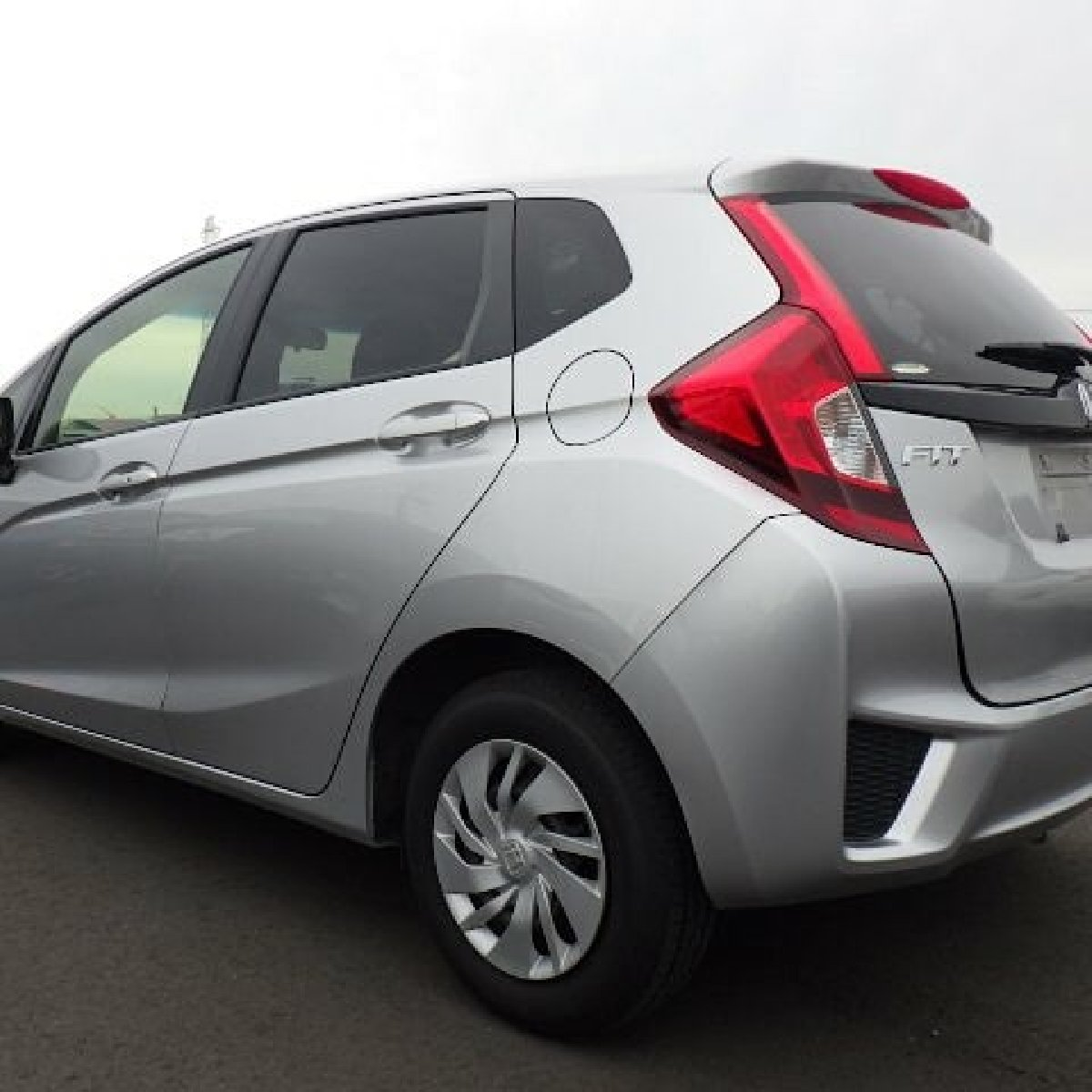 2015 honda fit button start low mileage for sale in kingston kingston st andrew for 1 870 000. Black Bedroom Furniture Sets. Home Design Ideas