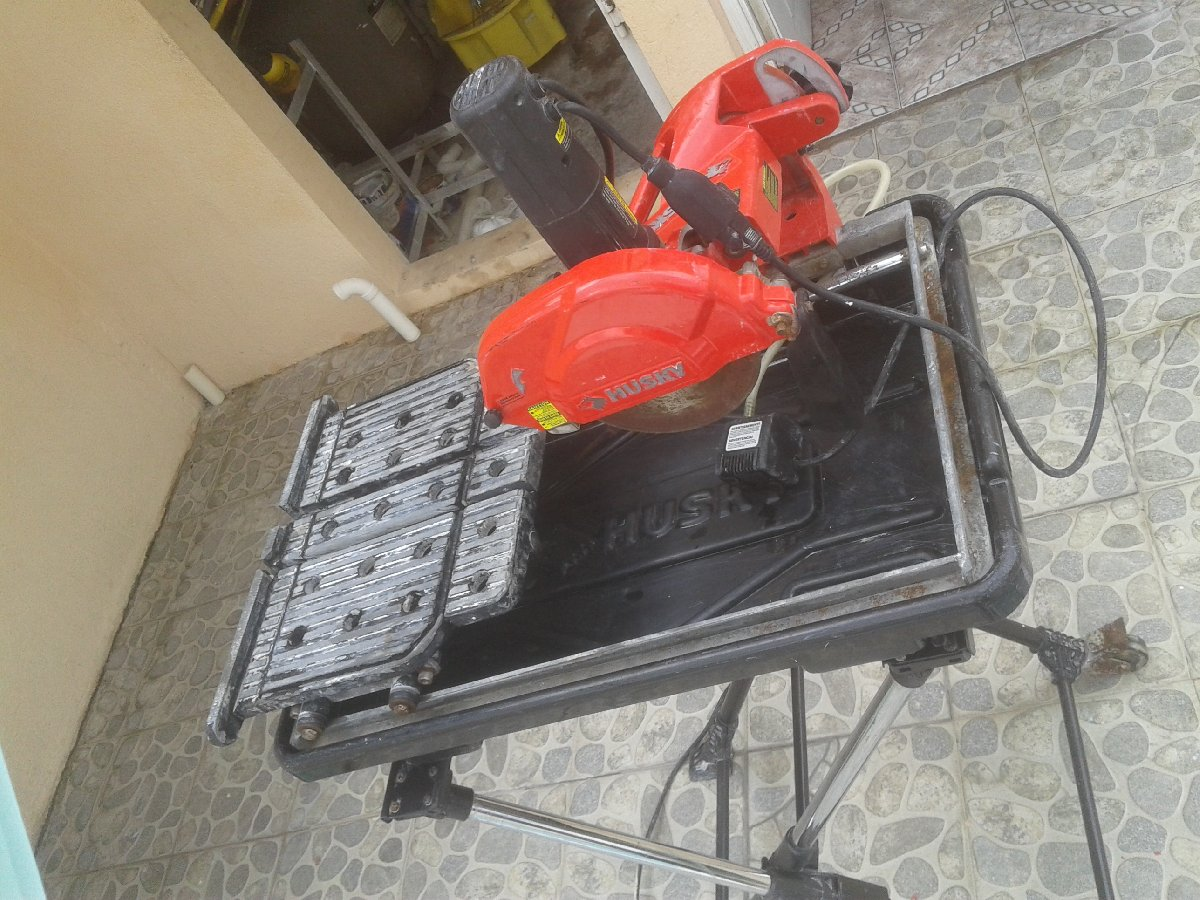 husky table top tile cutter for sale in
