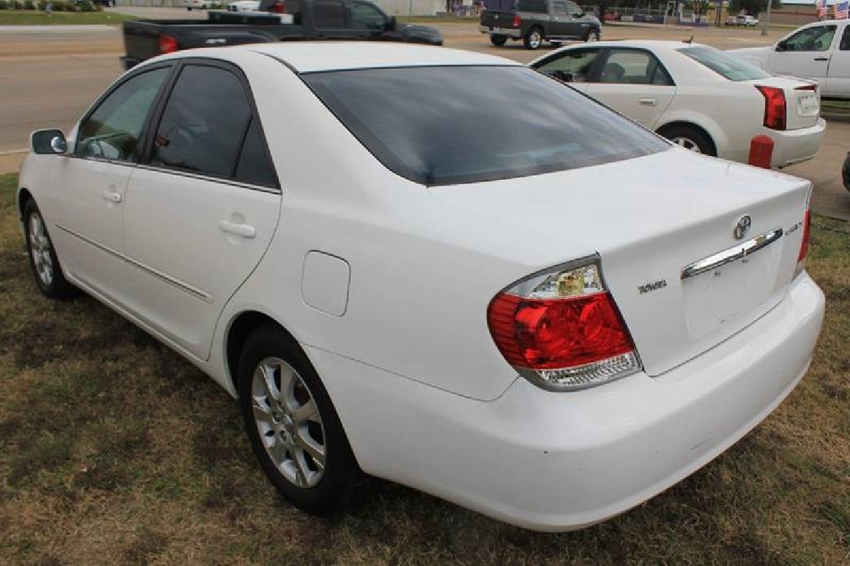 2005 toyota camry le for sale in st catherine st catherine cars. Black Bedroom Furniture Sets. Home Design Ideas