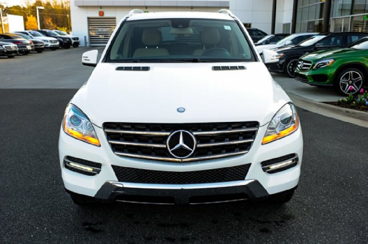 Fairly Used Mercedes-Benz ML350 4MATIC for sale in 237 Old Hope Road Kingston St Andrew - Cars