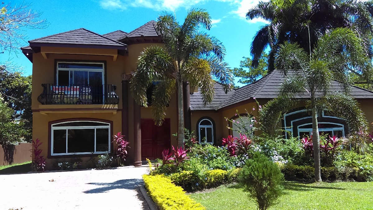 200 BEDROOM 200 & 200/20 BATHROOM HOUSE for sale in Tower Isle.North ...