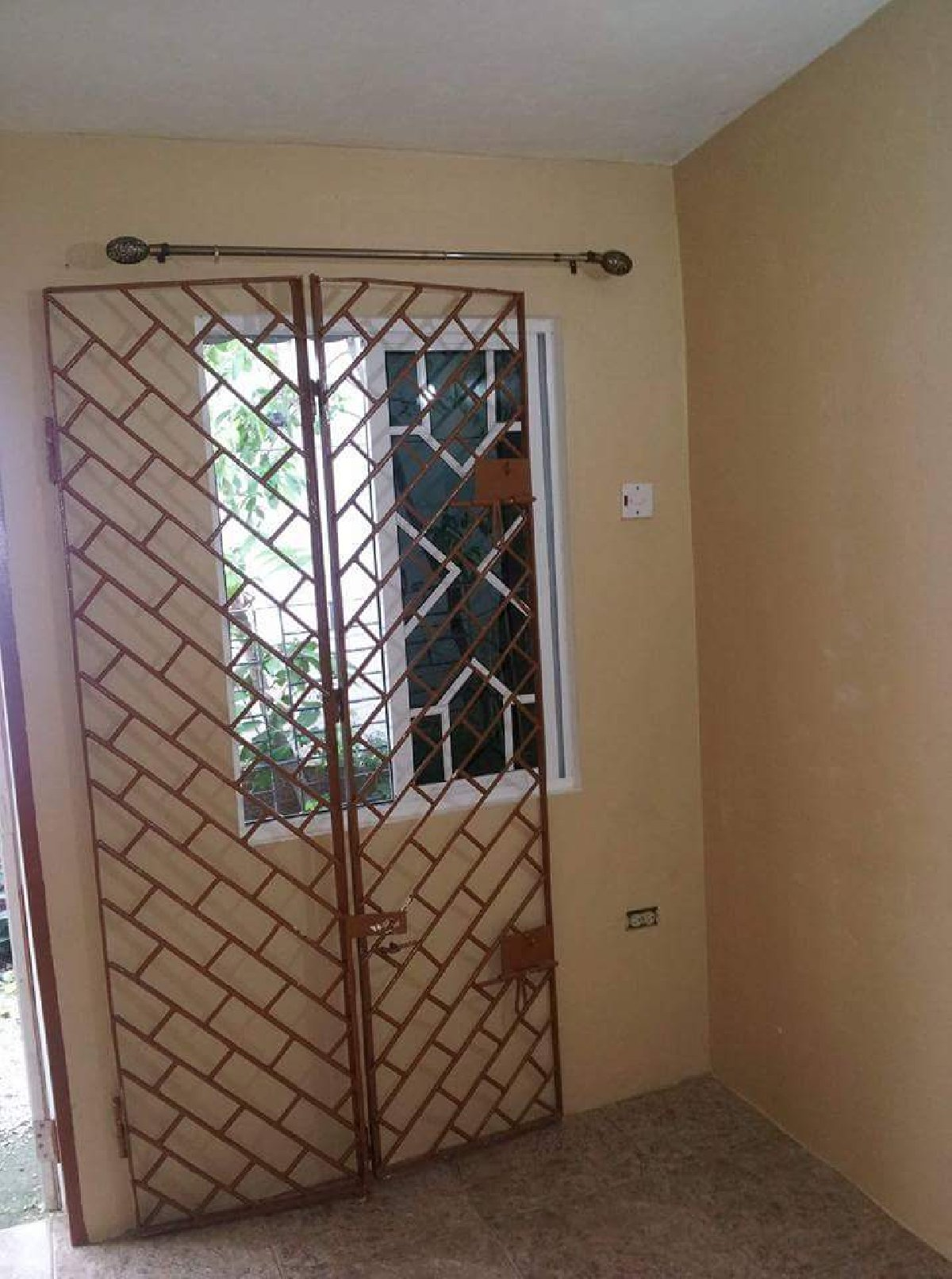 1 Bedroom Apartment For Rent Own Conveniences In Fairview