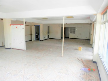 4,230 SqFt Commercial Building