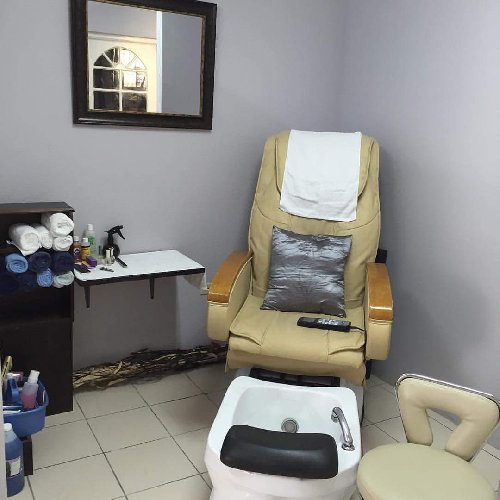 Help Finding Rental Home: Nail Station With Massaging Pedicure Spa Chair For Rent In