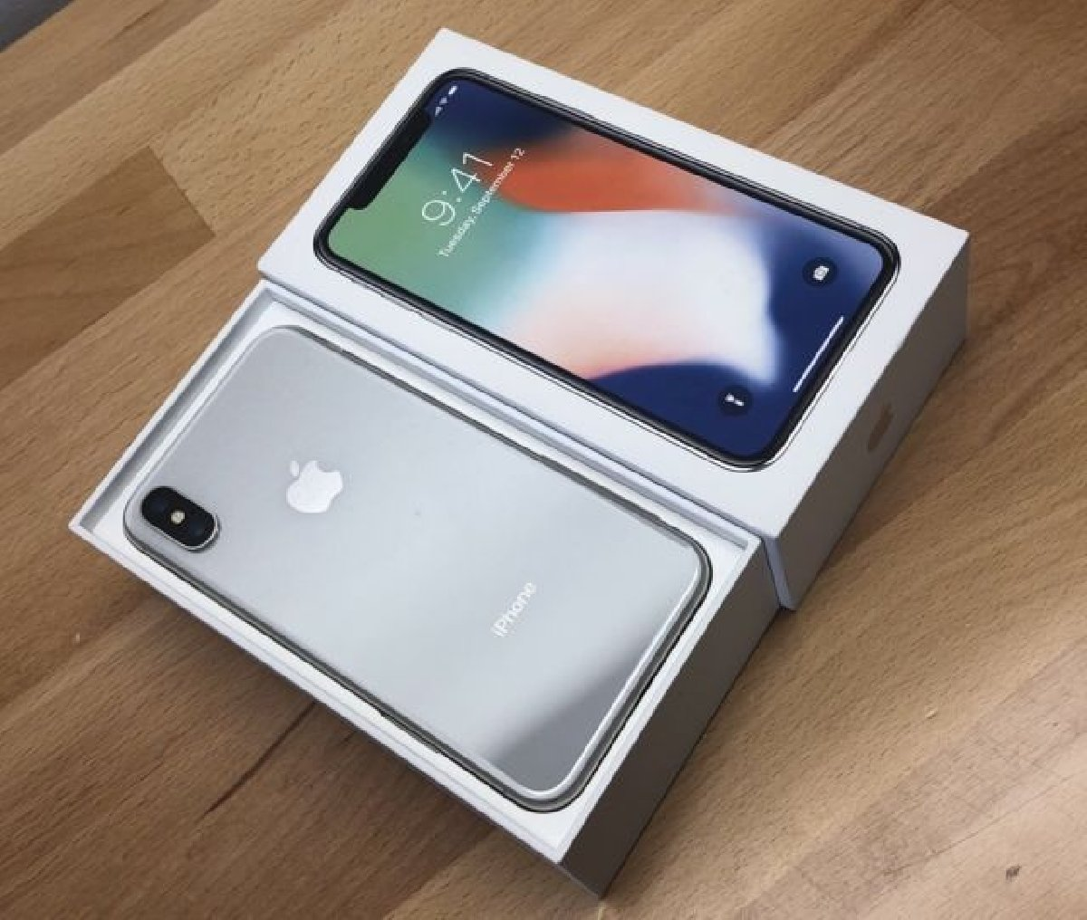 Apple IPhone X - 256GB +19402380146 for sale in Jamaica Kingston St Andrew - Phones