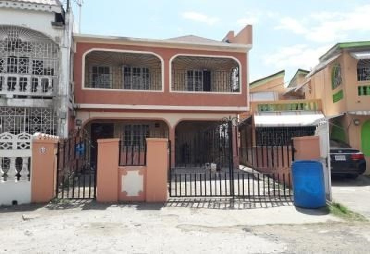 Four bedroom house for sale in portmore in cedar crescent for Four bedroom house for sale