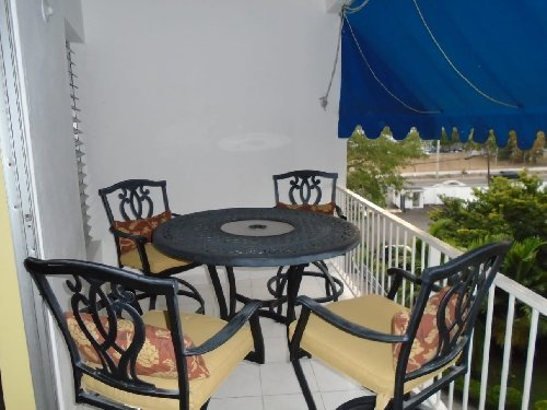 2 Bedroom Apartment Elegantly Furnished Centrally