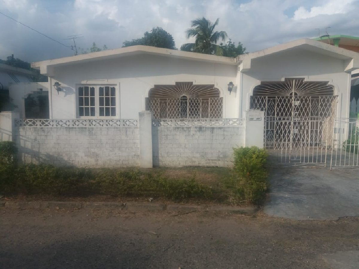 3 Bedroom 2 Bathroom For Sale In Fairview Park Spanish Town
