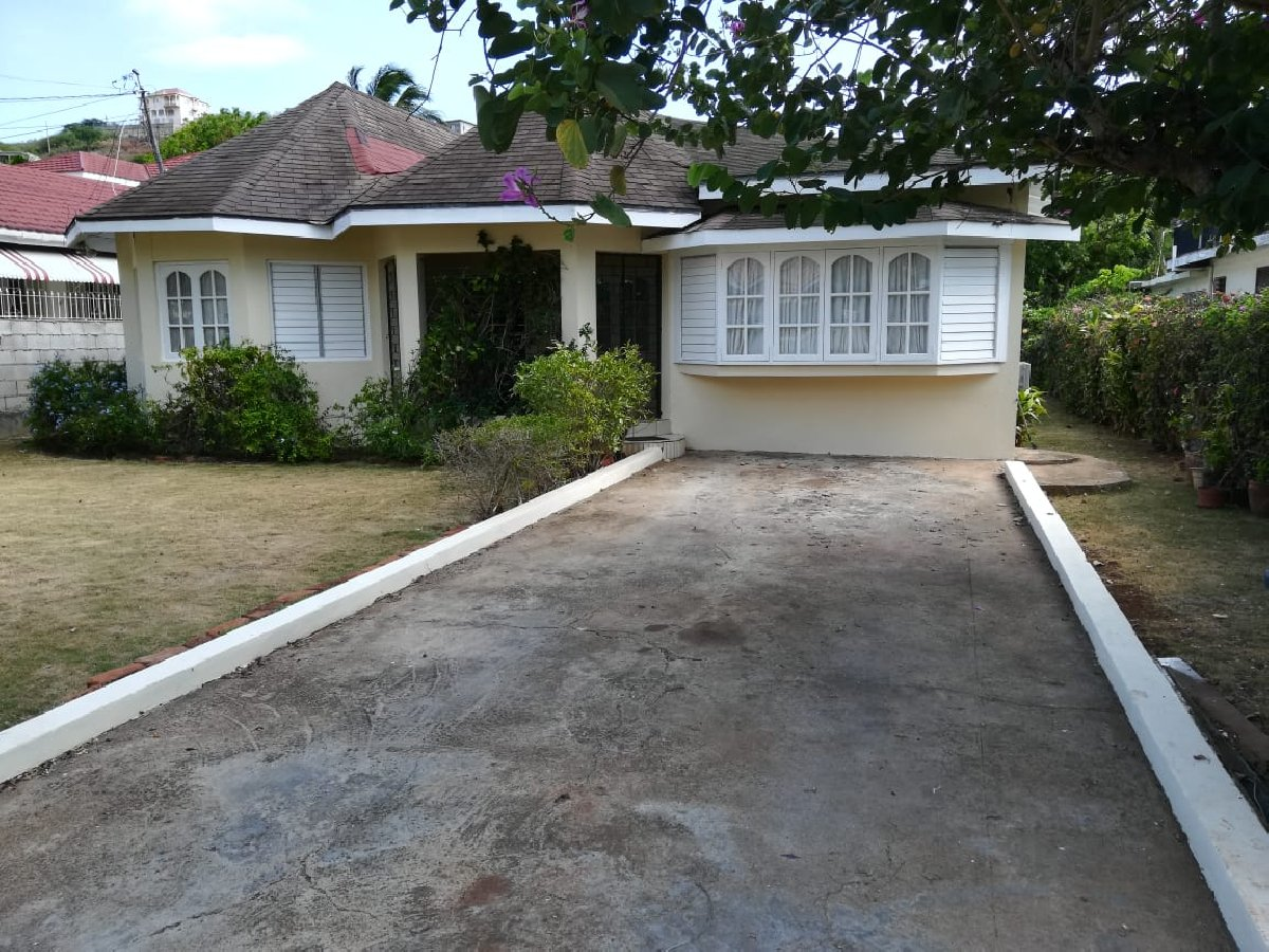3 Bedroom 2 Bath House For Sale Large Backyard In Keystone St Catherine Houses