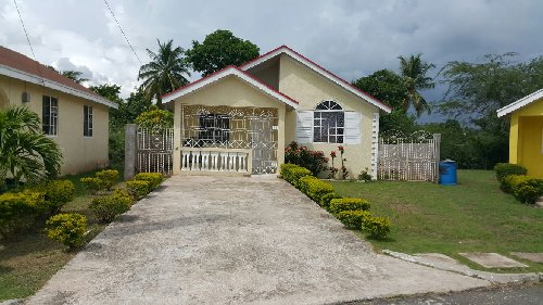 2 Bedroom 1.5 Bath House For Sale In Old Harbour