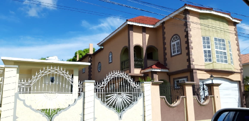 PRIVATE TREATY ! 4 BEDROOM HOUSE FOR SALE