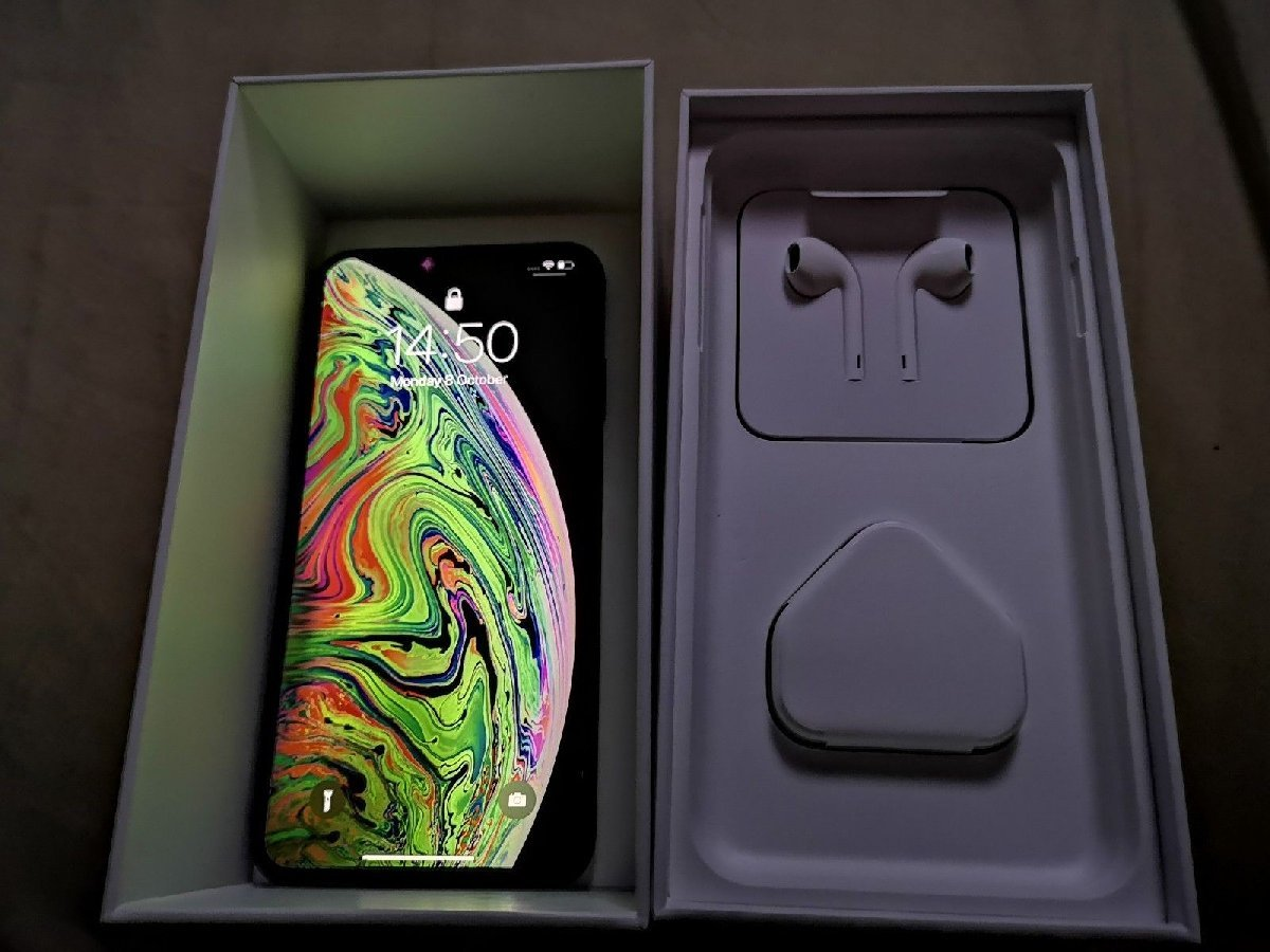 Apple IPhone XS Max 512GB Unlocked == $700 for sale in Kingstom Kingston St Andrew - Phones