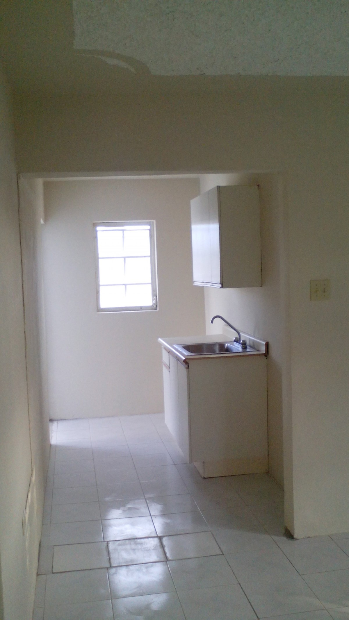 One Bedroom Own Bathroom And Kitchen For Rent In White