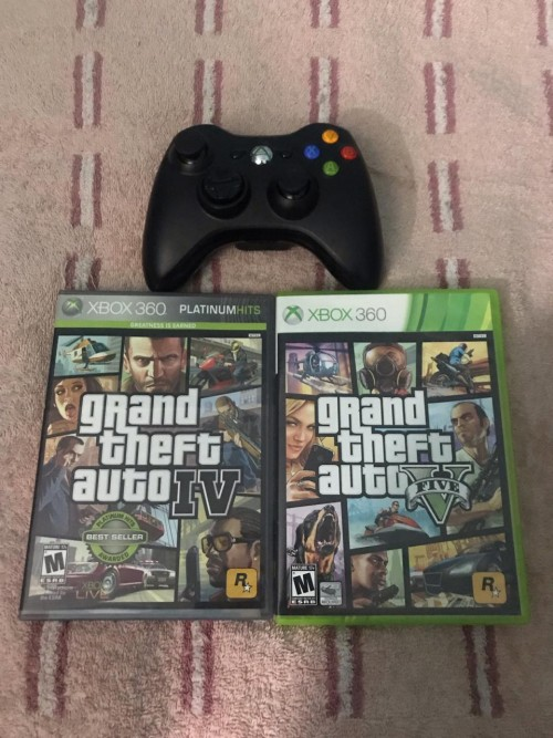 BRAND NEW XBOX 360 CONTROLLER WITH NEW CDS