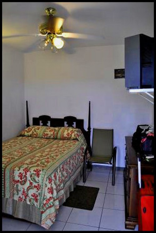 (Seeking) A 1bdrm With Bthrm For Rent, Kgn Area.