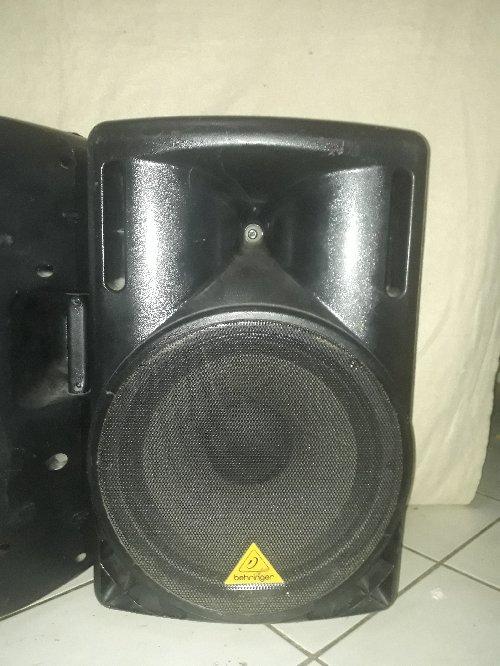 2 Behringer EUROLIVE B215D Active PA Speaker
