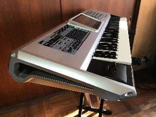 ROLAND FANTOM G6 MUSICAL KEYBOARD