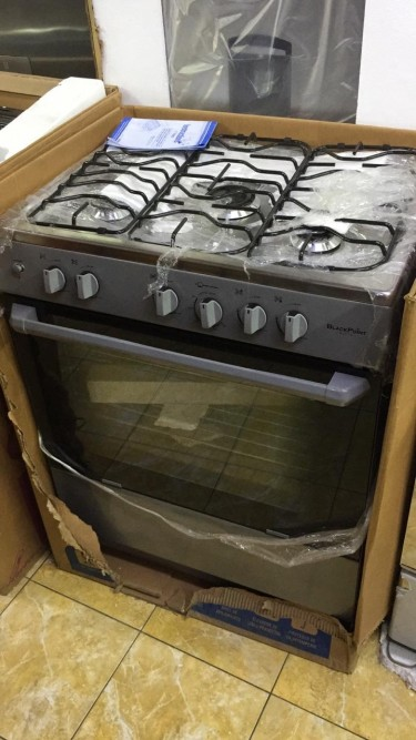 BlackPoint Brand New 30 Inch 5 Burner Gas Stove