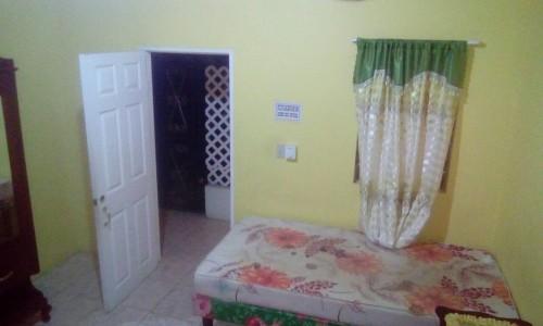 Furnished Shared 3 Bedroom. Female(UWI/UTECH)