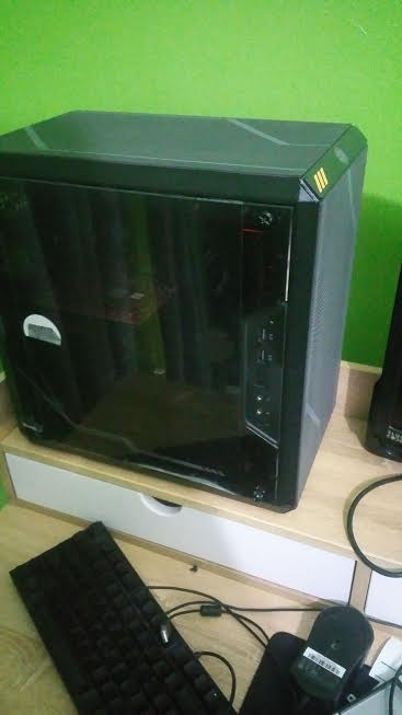Custom Gaming PC 8th Gen CPU AMD R9 Graphics