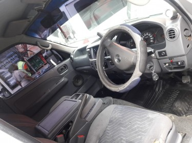 2004 Nissan Caravan