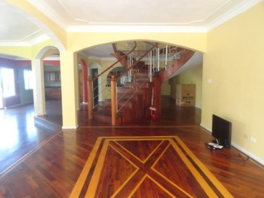 6 Bedroom 6 BATH HOUSE FOR SALE