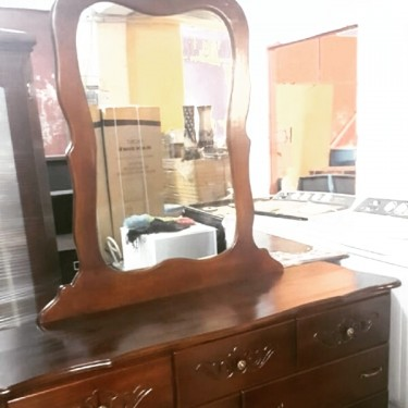 Beautiful Single Mirror Dressing Table For Sale