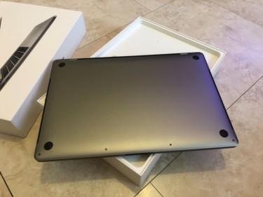 2018 Apple MacBook Pro 15 Inch - 2.2GHz I7 6-Core