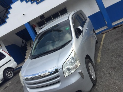 2009 Toyota Noah. MUST SELL
