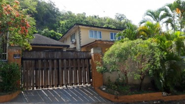 4 BEDROOM HOUSE FOR SALE IN RED HILLS