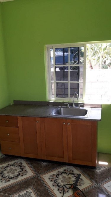 One Bedroom.own Bathroom And Kitchen...own Entranc