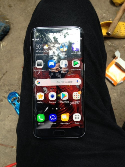 9/10 s7 edge cracks top glass and have ink spot