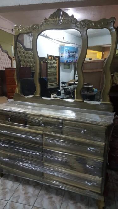 BLue  Mahoe King Size Dresser For Sale