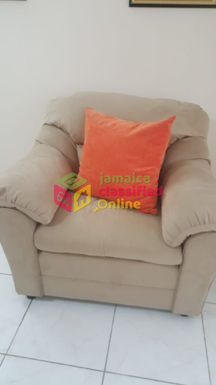 Phenomenal Slightly Used Sofa Set For Sale In Kingston And St Andrew Gmtry Best Dining Table And Chair Ideas Images Gmtryco