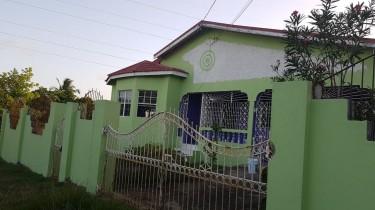 Modern 3 Bedroom House In Clarendon