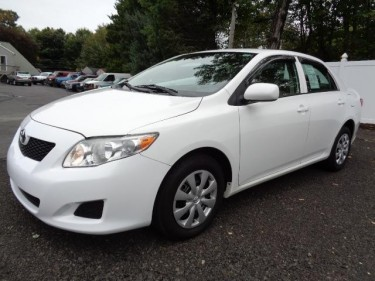 2010 Toyota Corolla - $3800