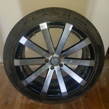 20 Inches Rims And Tyre (black And Chrome)