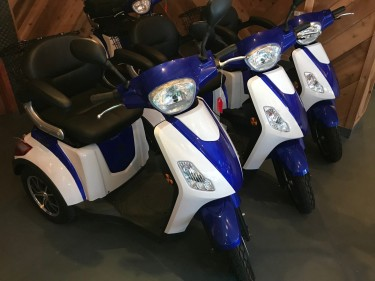 Moto ElectMOBILITY SCOOTER Power 600W Tricycle 18