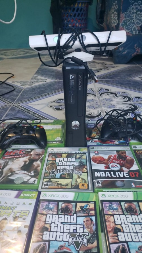 Xbox 360 With Kinect Two Controllers And 12 Cds
