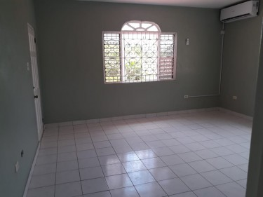 UNFURNISHED 2 Bedroom 1 Bathroom