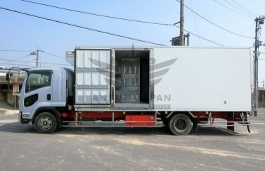 ISUZU FORWARD FREEZER 2009