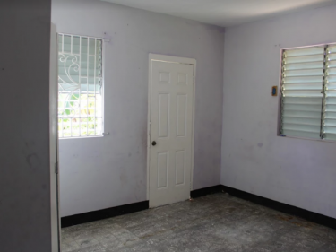 3 Bedroom 2 Bathroom FIXER UPPER HOUSE FOR SALE