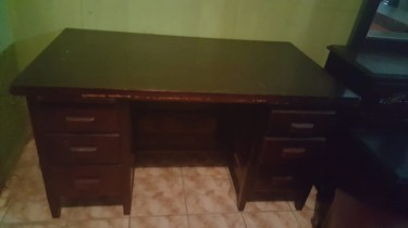 Used Computer Desks In Good Condition For Sale
