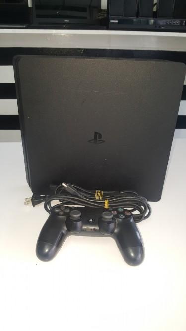 Sony Play Station 4 Slim