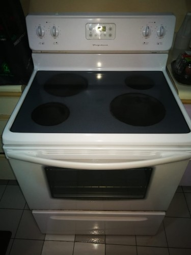Frigidaire 30 Inch Electric Stove -15k (NEW PRICE)